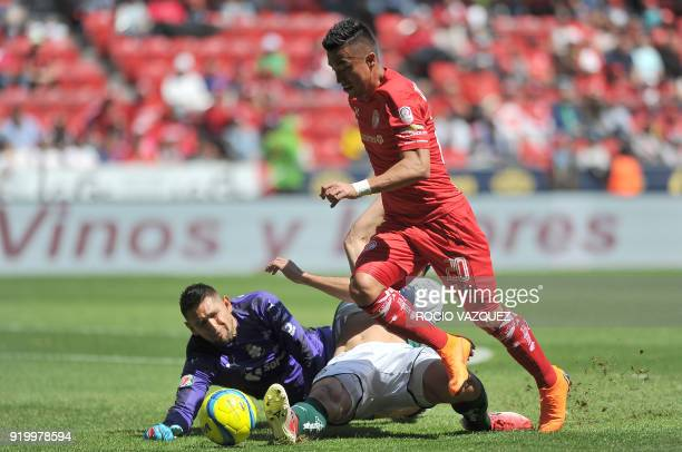Toluca's player Fernando Uribe vies for the ball with Santos's goaly Jonathan Orozco the and Carlos Izquierdoz during their Mexican Clausura...