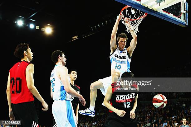 Tom Abercrombie of the Breakers dunks the ball during the NBL preseason match between the New Zealand Breakers and the Dongguan Leopards at Vector...