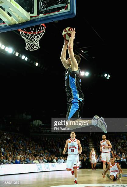 Tom Abercrombie of the Breakers dunks the ball during the round one NBL match between the New Zealand Breakers and the Wollongong Hawks at Vector...