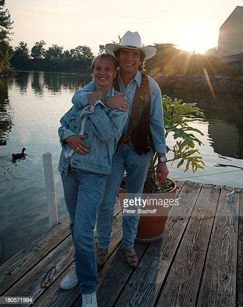 Tom Astor Ehefrau Margareta BräutigamARDMusikshow Nashville/Tennesee/USACountrySänger CumberlandRiverAnlegesteg Bootssteg Country undWesternKleidung...
