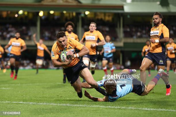 Tom Banks of the Brumbies scores a try during the round 7 Super RugbyAU match between the NSW Waratahs and the ATC Brumbies at Sydney Cricket Ground,...