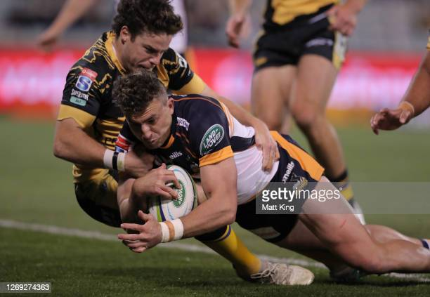 Tom Banks of the Brumbies scores a try during the round nine Super Rugby AU match between the Brumbies and the Western Force at GIO Stadium on August...