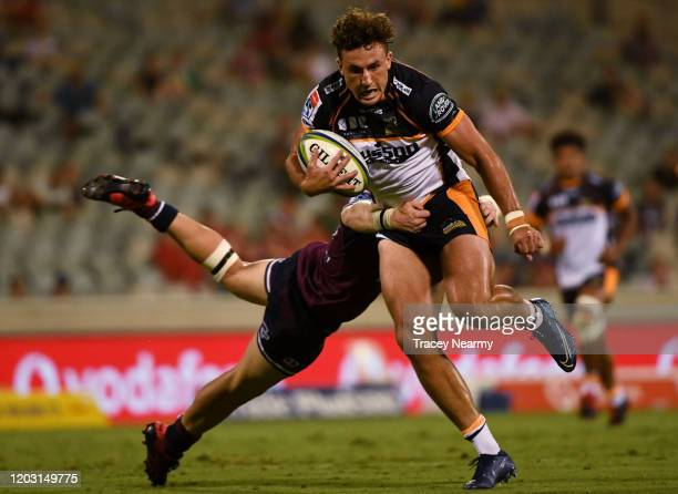 Tom Banks of the Brumbies scores a try during the round one Super Rugby match between the Brumbies and the Reds at GIO Stadium on January 31, 2020 in...