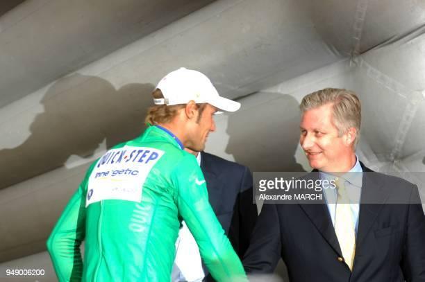 Tom Boonen recoit le maillot Vert Il est felicite par le prince Philippe de Belgique
