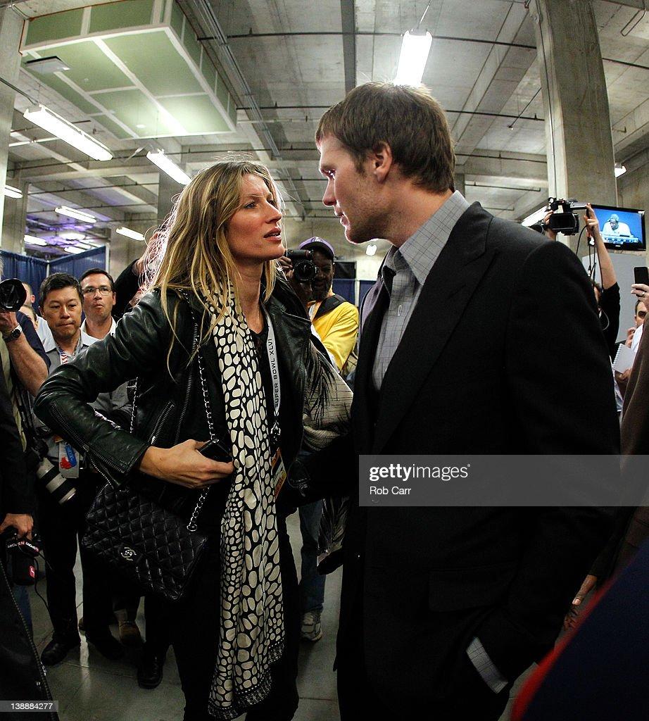 Super Bowl XLVI : News Photo