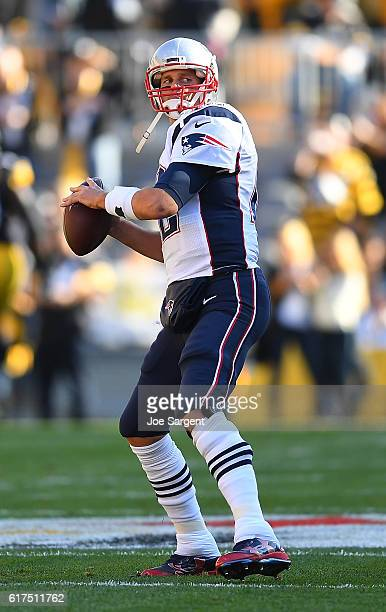 Tom Brady of the New England Patriots warms up prior to the game against the Pittsburgh Steelers at Heinz Field on October 23 2016 in Pittsburgh...