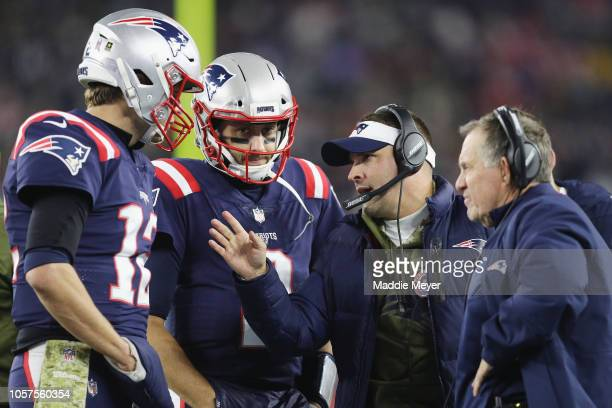 Tom Brady talks with Brian Hoyer offensive coordinator Josh McDaniels and head coach Bill Belichick of the New England Patriots during the first half...