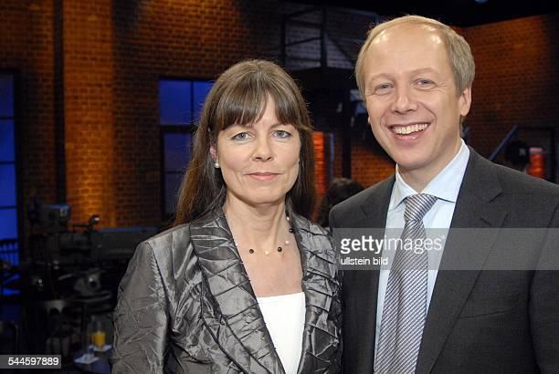 """Tom Buhrow - Moderator der Nachrichtensendung """"Tagesthemen"""", D: neben seiner Ehefrau Sabine Stamer"""