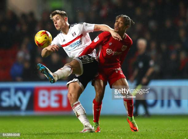 Tom Cairney of Fulham battles with Bobby Reid of Bristol City during the Sky Bet Championship match between Bristol City and Fulham at Ashton Gate on...