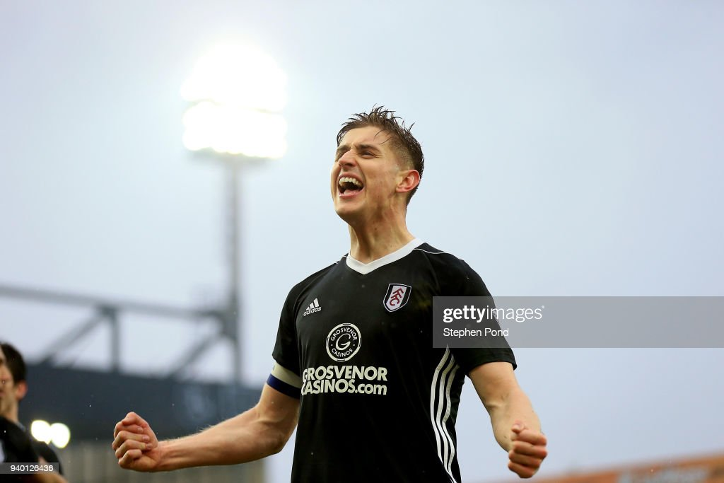 Tom Cairney of Fulham celebrates victory after the Sky Bet Championship match between Norwich City and Fulham at Carrow Road on March 30, 2018 in Norwich, England.
