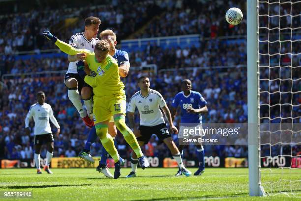Tom Cairney of Fulham scores a goal during the Sky Bet Championship match between Birmingham City and Fulham at St Andrews on May 6 2018 in...