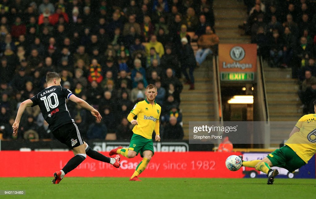 Tom Cairney of Fulham scores his sides second goal during the Sky Bet Championship match between Norwich City and Fulham at Carrow Road on March 30, 2018 in Norwich, England.