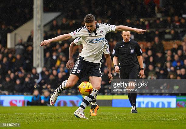 Tom Cairney of Fulham scores their first goal during the Sky Bet Championship match between Fulham and Charlton Athletic at Craven Cottage on...