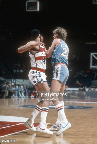Tom Chambers of the San Diego Clippers passes the ball away from Greg Ballard of the Washington Bullets during an NBA basketball game circa 1982 at...