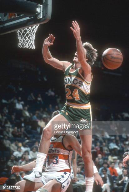 Tom Chambers of the Seattle Supersonics in action against the Washington Bullets during an NBA basketball game circa 1984 at the Capital Centre in...