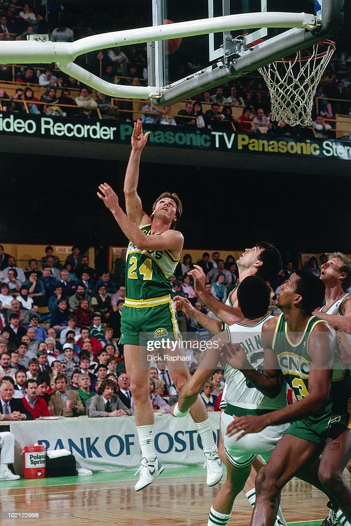 Tom Chambers #24 of the Seattle Supersonics shoots a layup against the Boston Celtics during a game played in 1987 at the Boston Garden in Boston, Massachusetts.