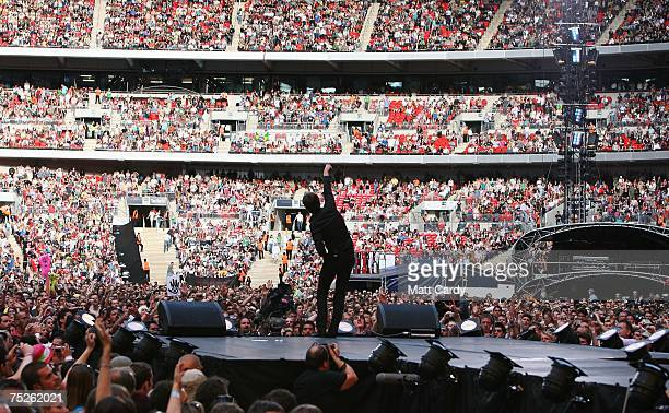 Tom Chaplin of British rock group Keane performs on stage during the Live Earth concert held at Wembley Stadium on July 7 2007 in London Live Earth...