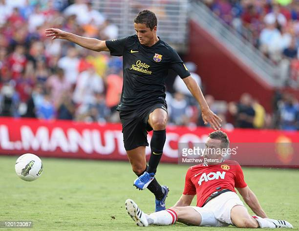 Tom Cleverley of Manchester United clashes with Ibrahim Affelay of Barcelona during the pre-season friendly match between Manchester United and...
