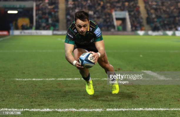 Tom Collins of Northampton Saints scores a second half try during the Gallagher Premiership Rugby match between Northampton Saints and Leicester...