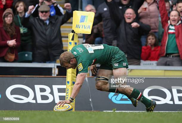 Tom Croft of Leicester scores a spectacular solo try during the Aviva Premiership semi final match between Leicester Tigers and Harlequins at Welford...