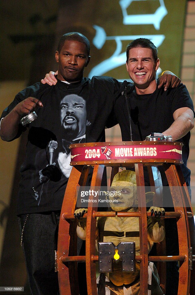 Tom Cruise and Jamie Foxx present the award for Best Female Performance