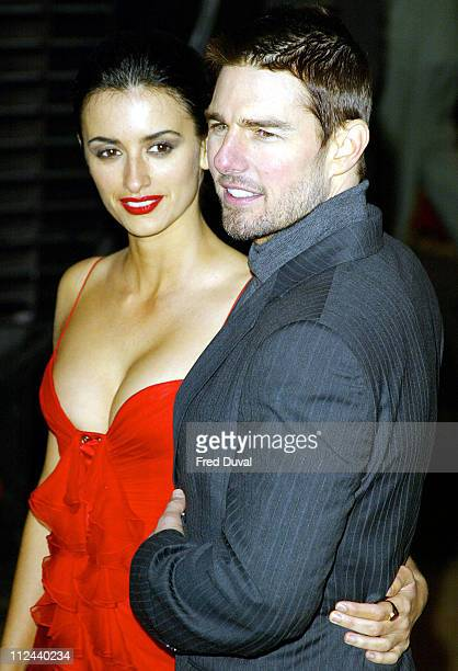 Tom Cruise and Penelope Cruz during 'The Last Samurai' London Premiere Arrivals at Odeon Leicester Square in London Great Britain