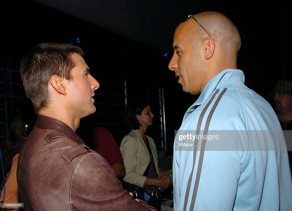 ¿Cuánto mide Vin Diesel? - Altura - Real height - Página 4 Tom-cruise-and-vin-diesel-during-mtv-movie-awards-2004-backstage-and-picture-id105324235