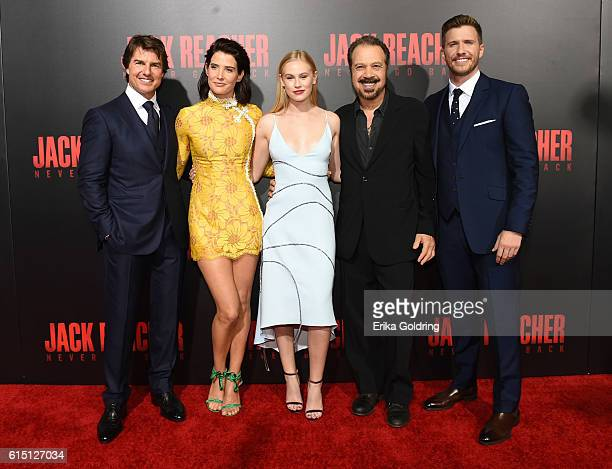 Tom Cruise Cobie Smulders Danika Yarosh Edward Zwick and Patrick Heusinger attend the fan screening of the Paramount Pictures title Jack Reacher...