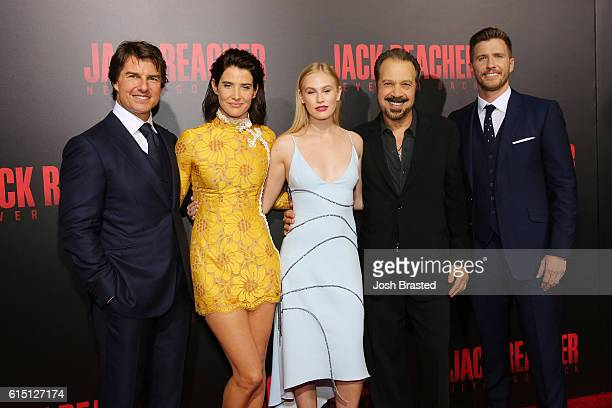 Tom Cruise Cobie Smulders Danika Yarosh Edward Zwick and Patrick Heusinger attend the fan screening of the Paramount Pictures title 'Jack Reacher...