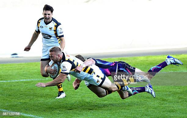 Tom Cruse of Wasps scores a try during the final between Wasps and Exeter Chiefs during the Singha Premiership Rugby 7's Series Final at Ricoh Arena...