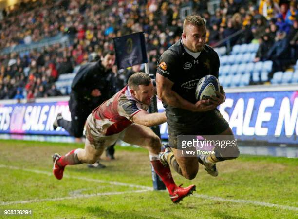 Tom Cruse of Wasps scores their second try during the European Rugby Champions Cup match between Wasps and Ulster Rugby at Ricoh Arena on January 21...