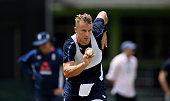 tom curran england runs into bowl
