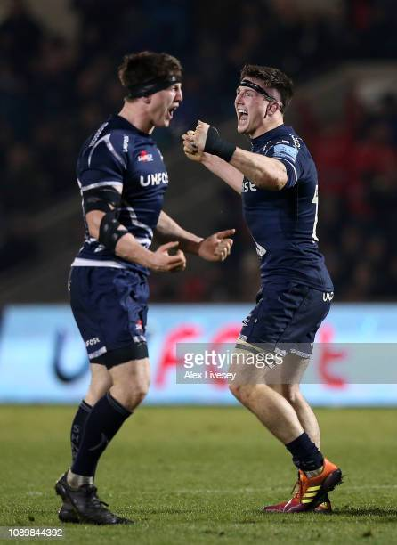 Tom Curry of Sale Sharks celebrates alongside his twin brother Ben Curry of Sale Sharks at the final whistle during the Gallagher Premiership Rugby...