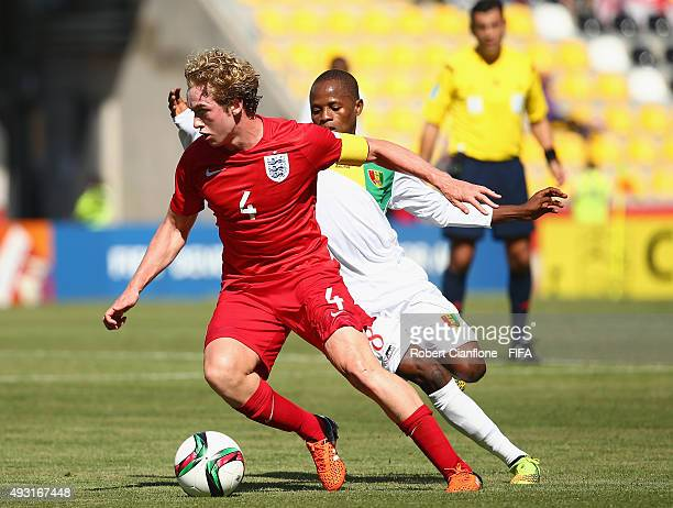 Tom Davies of England controls the ball during the FIFA U17 World Cup Group B match between England and Guinea at Estadio Francisco Sanchez Rumoroso...