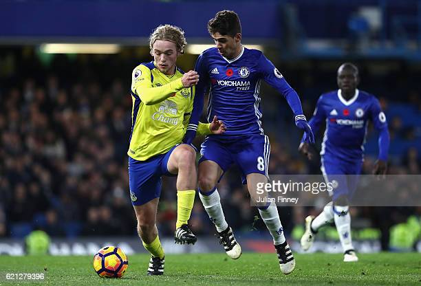 Tom Davies of Everton and Oscar of Chelsea during the Premier League match between Chelsea and Everton at Stamford Bridge on November 5 2016 in...