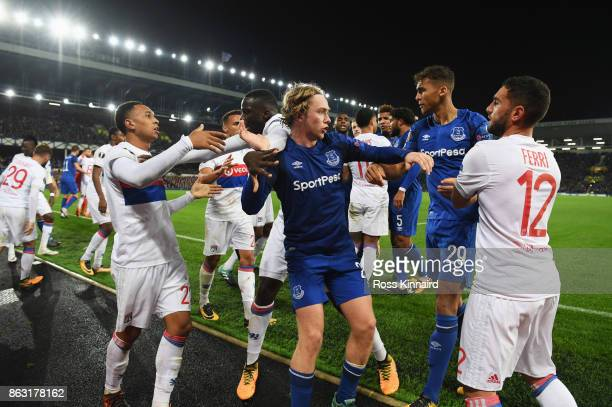 Tom Davies of Everton clashes clashes with Lyon players after a challenge by Ashley Williams of Everton on Anthony Lopes of Lyon during the UEFA...