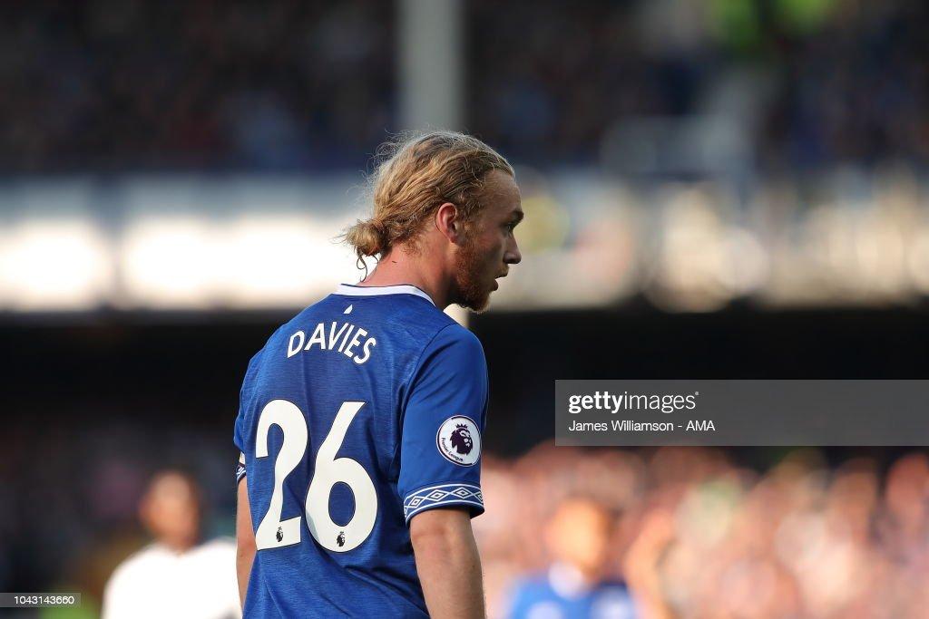 Everton FC v Fulham FC - Premier League : News Photo