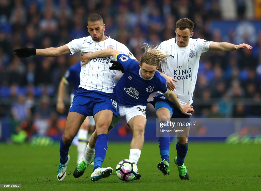 Tom Davies of Everton takes on Islam Slimani (L) and Andy King of Leicester City during the Premier League match between Everton and Leicester City at Goodison Park on April 9, 2017 in Liverpool, England.
