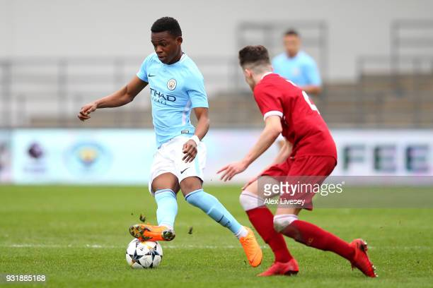 Tom DeleBashiru of Manchester City and Neco Williams of Liverpool during the UEFA Youth League QuarterFinal between Manchester City and Liverpool at...