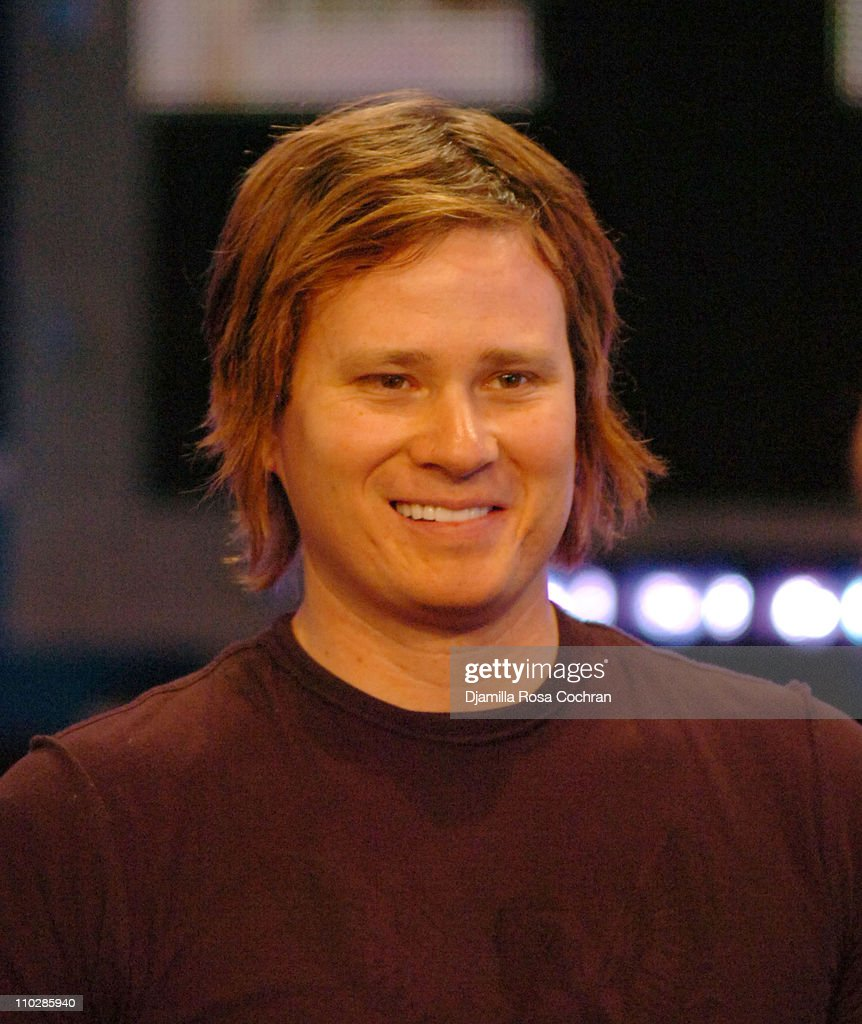 "Tom DeLonge Visits FUSE's ""Daily Download"" - May 22, 2006"