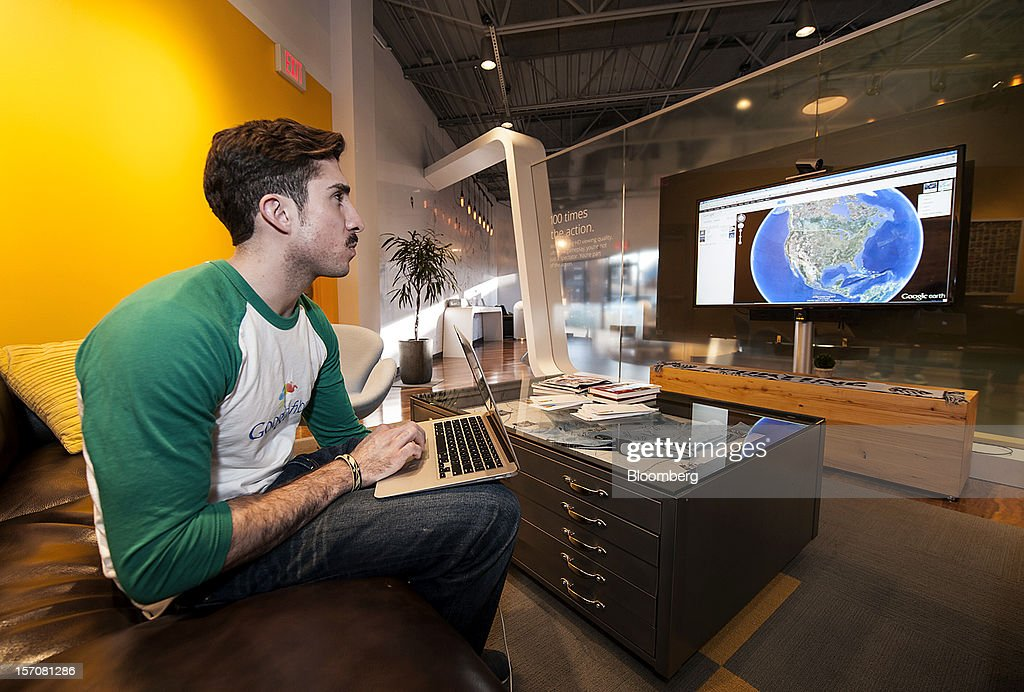 Tom Fitzgerald, a Google Inc. Fiber Space team member, demonstrates upload speeds while using Google Earth in the showroom of the Fiber Space office in Kansas City, Missouri, U.S., on Tuesday, Nov. 27, 2012. Google Inc. will move a step closer to offering the fastest citywide Internet service in the U.S. when it picks the first neighborhoods in Kansas City to get hooked into a new fiber-optic network. Photographer: Julie Denesha/Bloomberg via Getty Images
