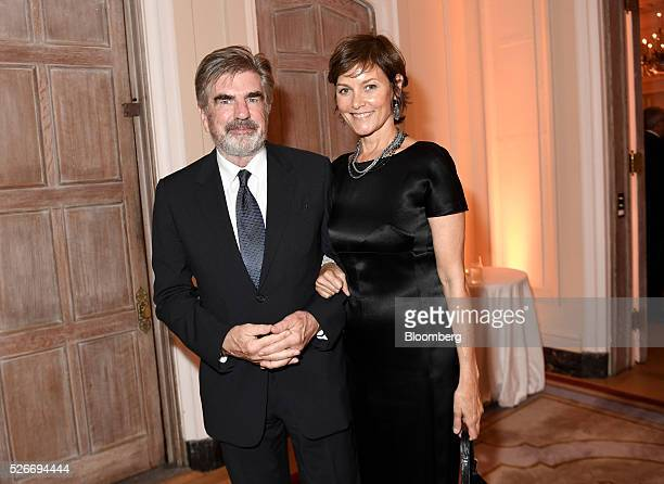 Tom Freston former chief executive officer of Viacom Inc left and actress Carey Lowell attend the Bloomberg Vanity Fair White House Correspondents'...