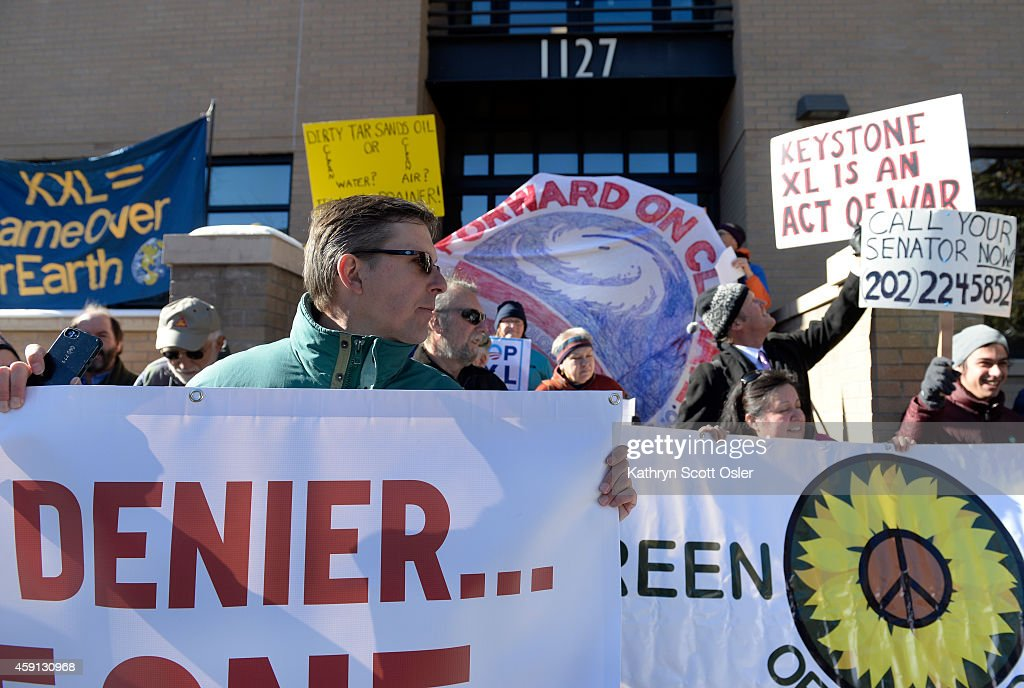Demonstrators gather against the Keystone XL Pipeline : News Photo