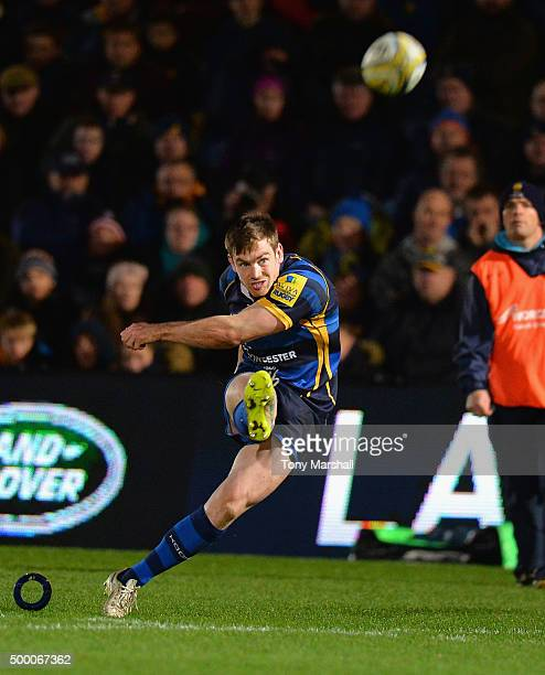 Tom Heathcote of Worcester Warriors takes a penalty kick during the Aviva Premiership match between Worcester Warriors and Leicester Tigers at...