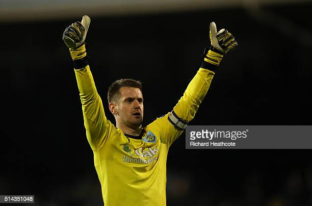 Tom Heaton of Burnley celebrates victory at the final whistle during the Sky Bet Championship match between Fulham and Burnley at Craven Cottage on...