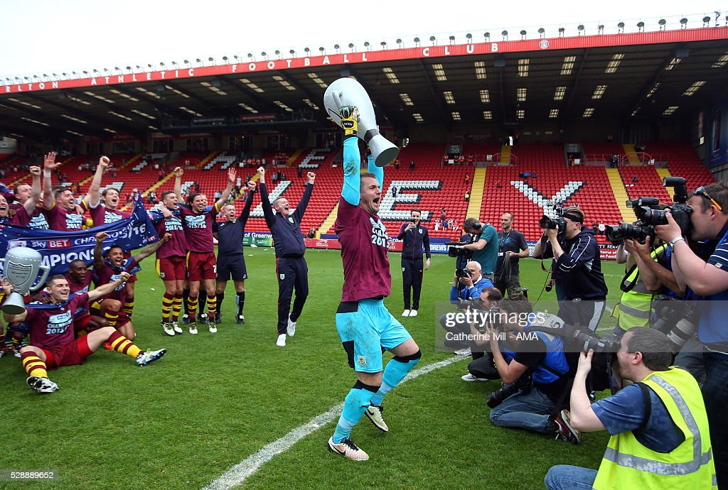Tom Heaton of Burnley lifts an inflatable trophy as he celebrates promotion with his team mates after the Sky Bet Championship match between Charlton Athletic and Burnley at The Valley on May 7, 2016 in London, United Kingdom.