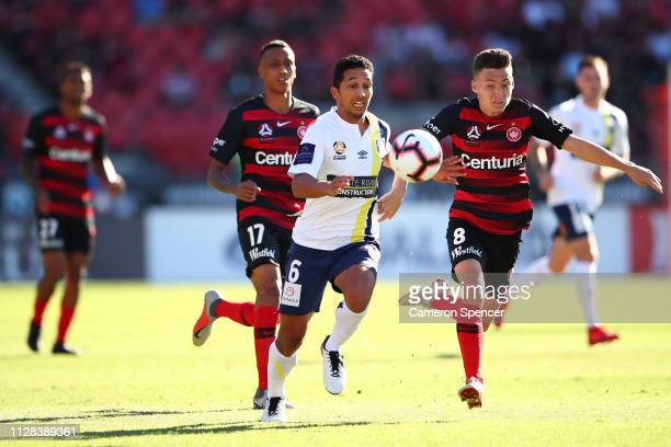 Tom Hiariej of the Mariners and Jordan O'Doherty of the Wanderers contest the ball during the round 18 ALeague match between the Western Sydney...