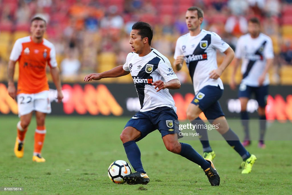 A-League Rd 5 - Brisbane v Central Coast : News Photo