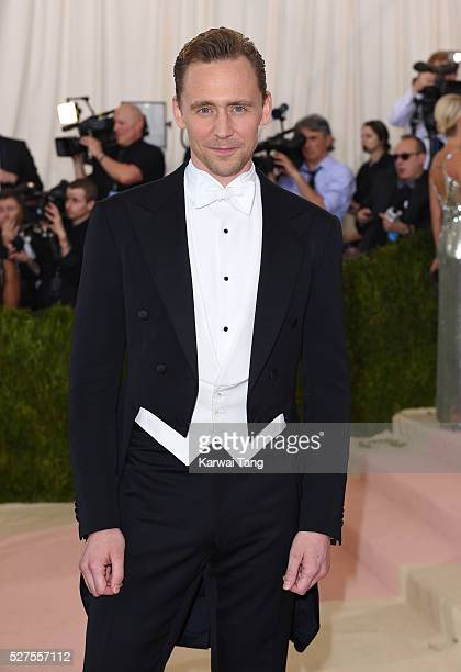 Tom Hiddleston arrives for the Manus x Machina Fashion In An Age Of Technology Costume Institute Gala at Metropolitan Museum of Art on May 2 2016 in...