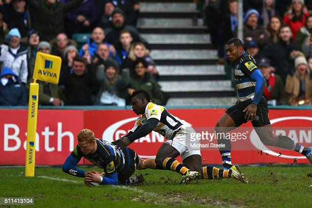 Tom Homer of Bath scores his sides opening try despite the challenge from Christian Wade of Wasps during the Aviva Premiership match between Bath and...
